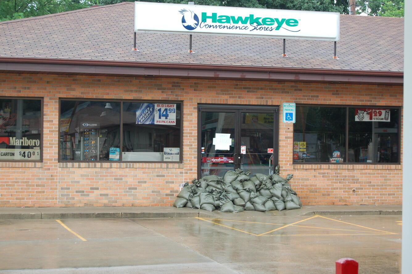 Image: Sandbags at Gas Station, Cedar Rapids, IA